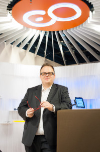 Edel Optics Geschäftsführer Dennis Martens will mit seiner stationären Strategie neue lokale Möglichkeiten für das Online-Business schaffen
