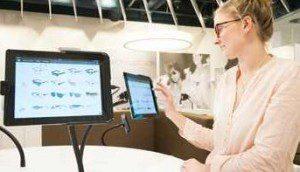 Moderner Showroom, der Kunden Orientierung bietet - auch das Beispiel EdelOptics könnte ein Vorbild für Cyberport sein