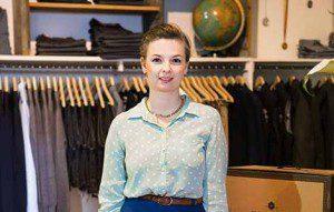 Im Fitting Room werden Modomoto-Kunden vor Ort vor einer Stilberaterin eingekleidet