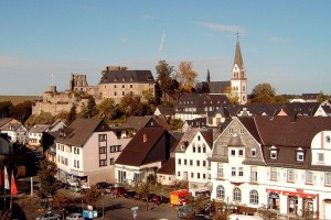 Wird hier Handels-Geschichte geschrieben? Das 15.000 Einwohner-Städtchen Kastellaun im Hunsrück (Quelle: Wikipedia / Achim Berg)