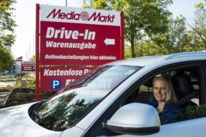 Elektronik shoppen im Auto: Media Markt eröffnet in Ingolstadt weltweit ersten Drive-in