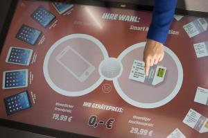 Eine der Innovationen: Touchscreen-Tisch zur Handytarif-Konfiguration