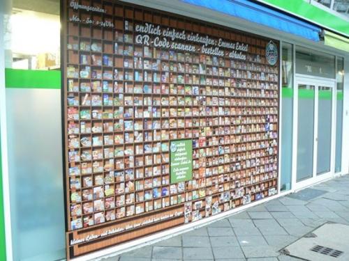 Die berühmte QR-Code-Storefront von Emmas Enkel in der Düsseldorfer Altstadt