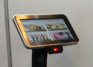 Eine Tochscreen-Lösung soll Kunden den Weg zum passenden Schuh erleichtern