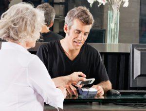 NFC Mobile Payment Zahlen Kartenleser