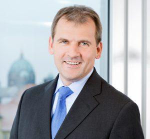 Stephan Tromp steht dem HDE bereits seit 15 Jahren als stellvertretender Hauptgeschäftsführer vor und hat sich in dieser Position auch intensiv mit dem von der Digitalisierung ausgehenden Wandel auseinandergesetzt