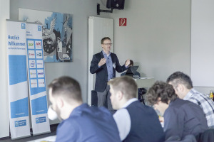 Bei der Geschäftsführertagung von PC-Spezialist präsentierte Mark Schröder die künftige Strategie des Service-Verbunds