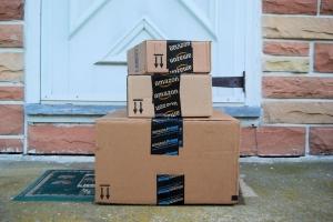 Amazon Paket - shutterstock 196805375