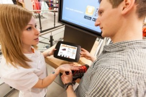 Tablets bringen das Online-Sortiment in die Filiale