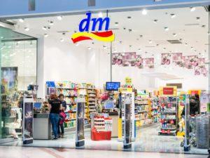 dm drogerie Filiale Geschäft Store - shutterstock 188504687