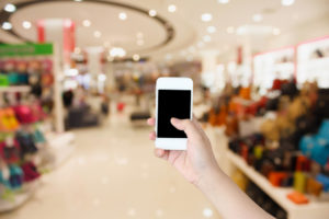 Mobile Smartphone Handel Laden Shopping Mall store shutterstock_335281052
